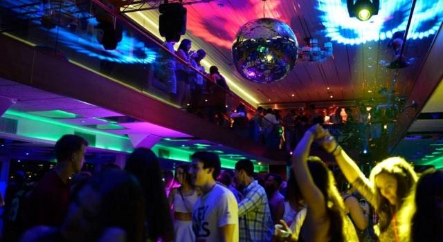 yacht_party_club-939422-edited