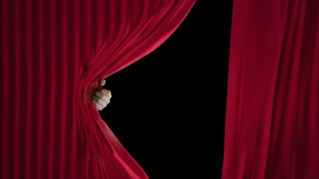 Curtain-Hand-640